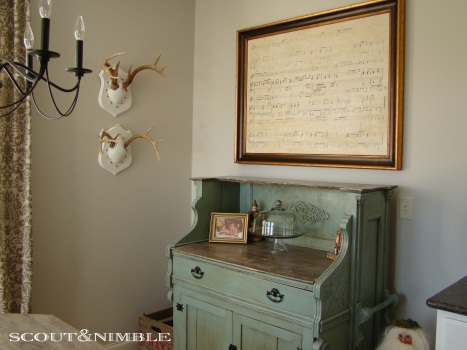 decorating with antlers, decorating with sheet music
